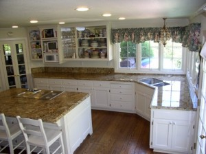 3-Great-Ideas-for-Decorating-Kitchens-with-White-Cabinets-5